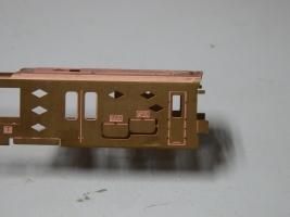 側面は一旦ボディ板を曲げてドリルスペースを確保しました。