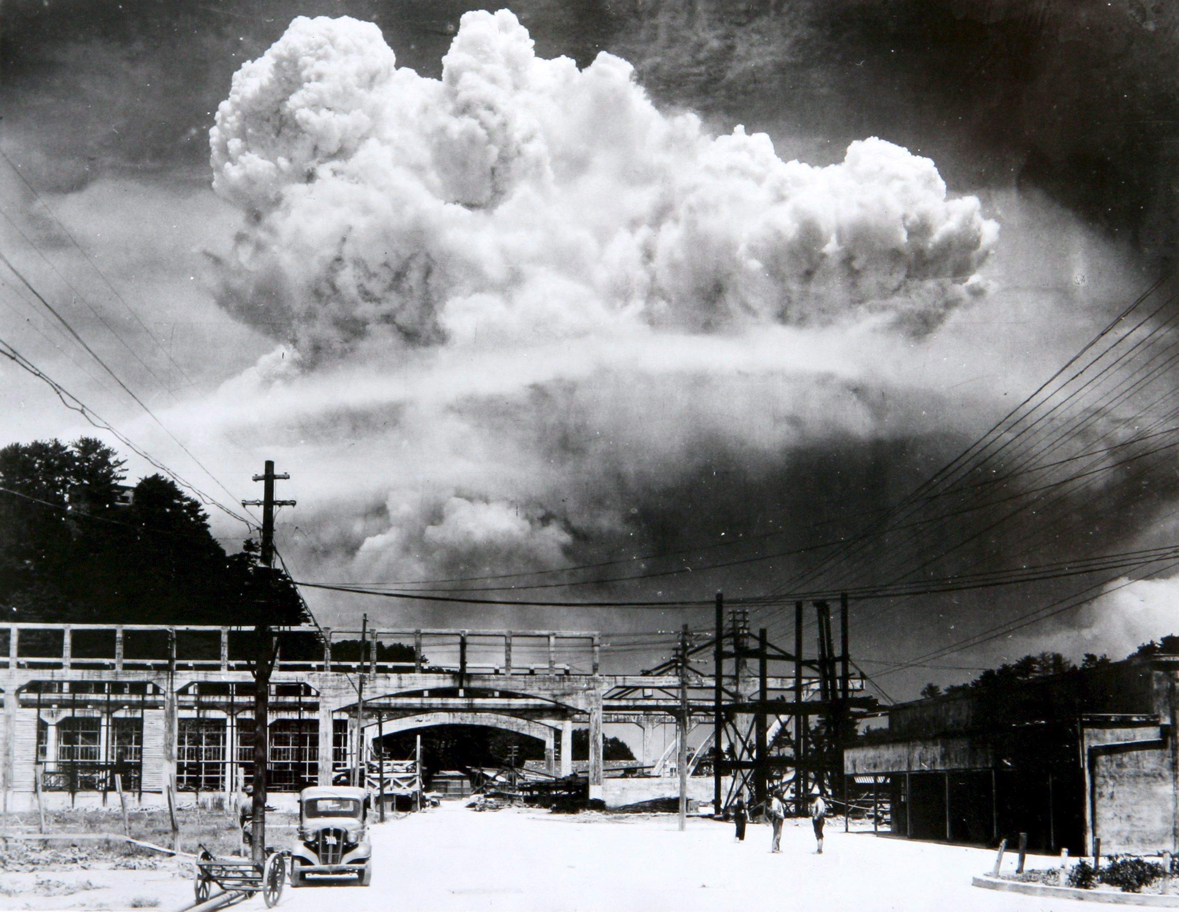 原爆投下から15分後に香焼島から撮影されたキノコ雲(松田弘道撮影)