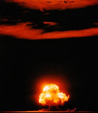 トリニティ実験での核爆発を捉えた数少ないカラー写真の一枚