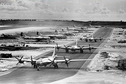 日本に向かうB-29