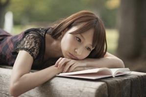 読書 女性 13