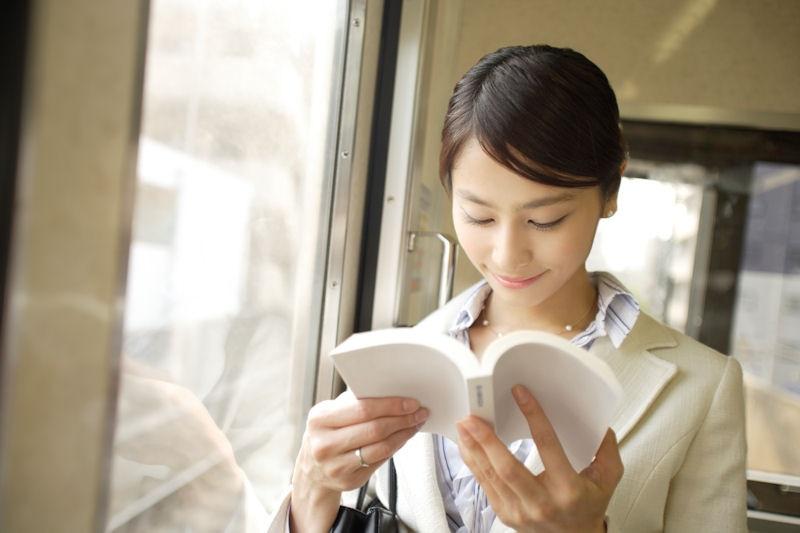 読書 女性 15