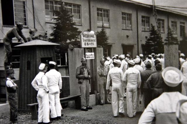 安浦ハウスに集まる米国将兵たち
