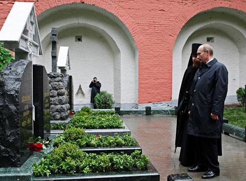 Gessen-Russia-Re-Burying-The-Dead-3-1200.jpg