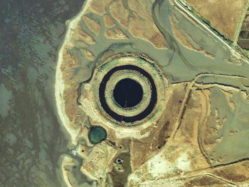 Kisarazu_circle_pond_1979.jpg