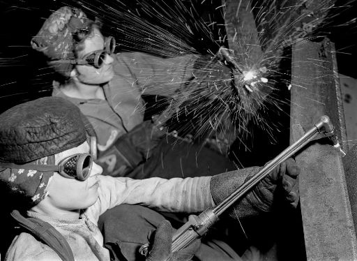 141208-women-steel-workers-wwii-08_512.jpg
