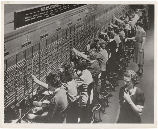 Photograph_of_Women_Working_at_a_Bell_System_Telephone_Switchboard_(3660047829)_512.jpg