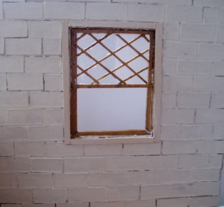 窓を壁に嵌める