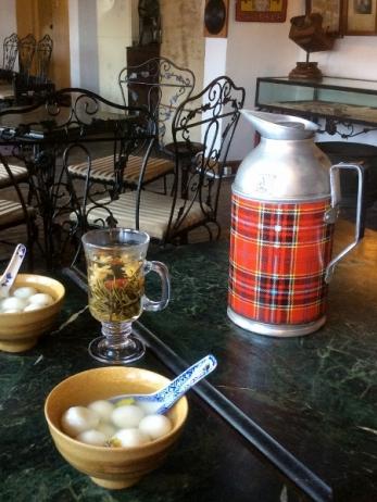 胡麻湯園(ゆで黒胡麻だんご)&工芸茶
