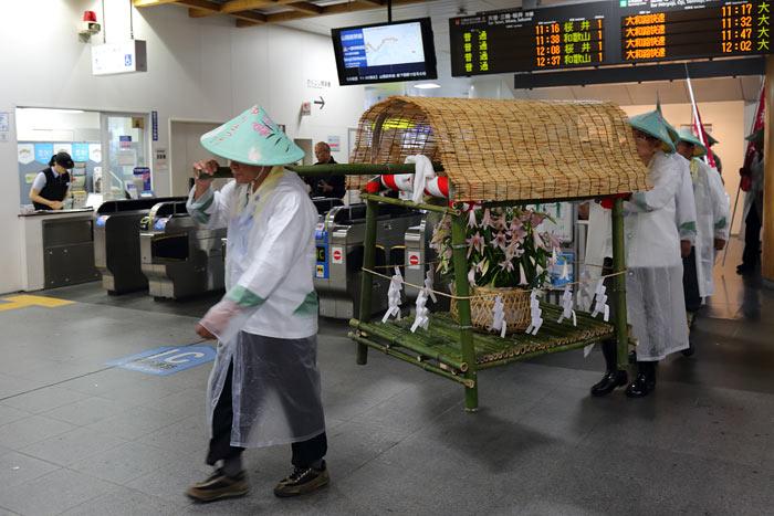 率川神社 ササユリ奉献4