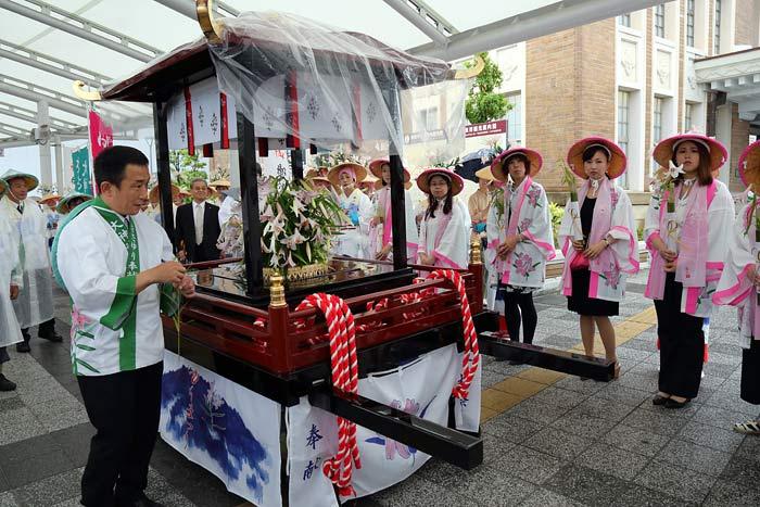 率川神社 ササユリ奉献5