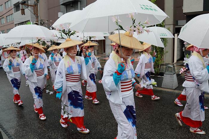 率川神社 ササユリ奉献6