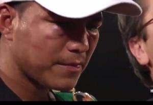 ①勝利者インタビューで帽子を目深に被り伏し目がちに答えるゴンサレス
