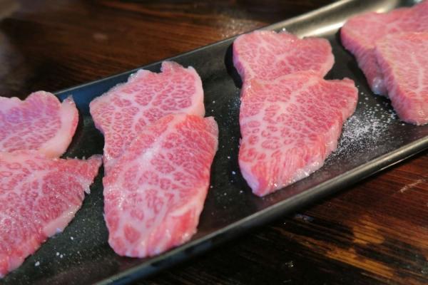 炭火焼肉 粋牛