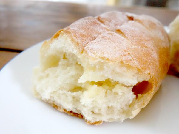アトリエ ブランシュ 11/博多 美味しいパン/小さなフランスパンみたい.練乳でさっぱりした美味しさ./ 地下鉄東比恵駅のそば