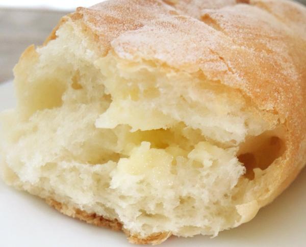アトリエ ブランシュ 12/博多 美味しいパン.小さなフランスパンみたい.練乳でさっぱりした美味しさ./ 地下鉄東比恵駅のそば