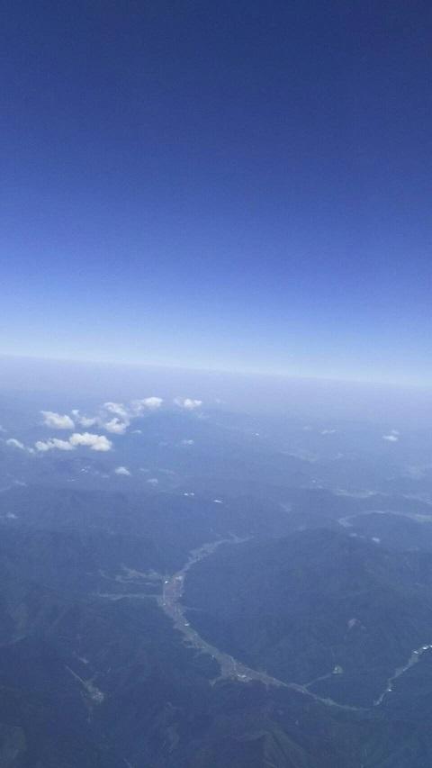 【日本上空の空、下に大山が見えます】2