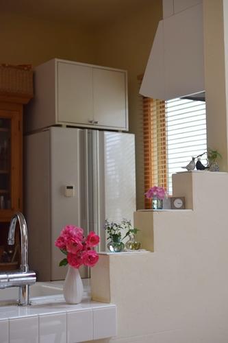 爽やかなキッチン飾り棚