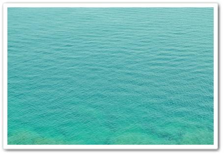 海の色が違う~~