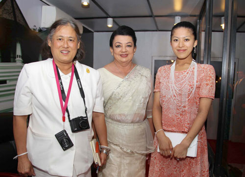 Madam-Shiranthi-Rajapaksa-with-the-princesses_201610141210315e5.jpg