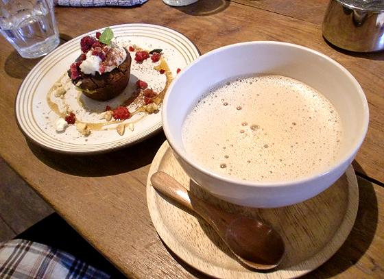 ココア ラムマフィンと豆乳チャイ
