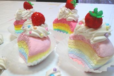 レインボーカップケーキ