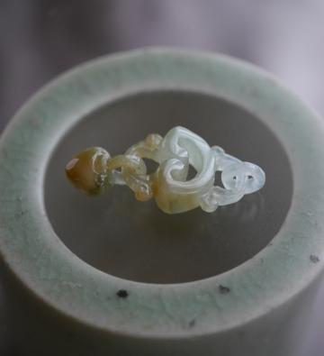 特殊彫り翡翠 (1)