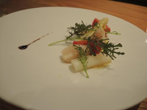 ホワイトアスパラガスとホタテの温かいサラダ