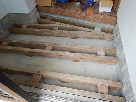 玄関 木 足場 DIY