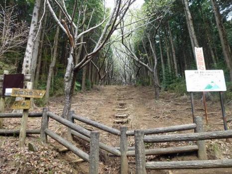 吾国山の登山道入り口