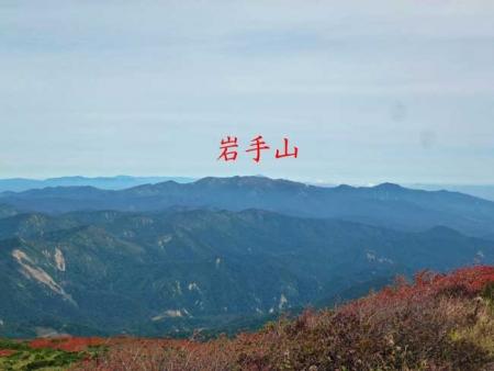 山頂から見る岩手山