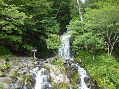 峠の茶屋脇の石滝