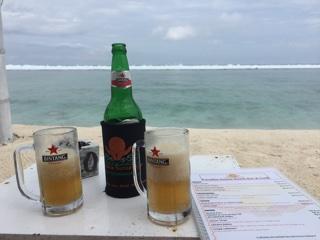 海辺でビール