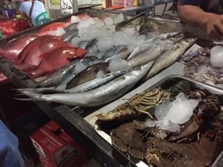 ナイトマーケット店頭の魚介