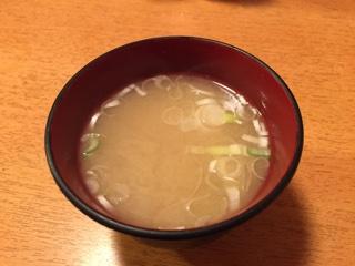 サービスのアサリの味噌汁