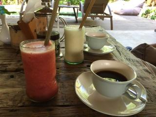フレッシュジュースとバリ珈琲