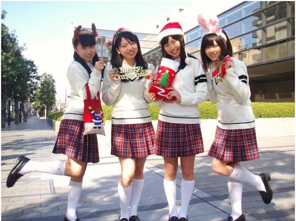 赤いAKB48 制服向上委員会