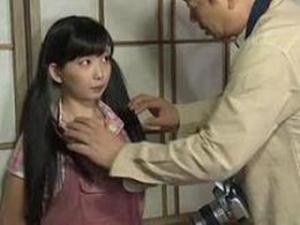 性的いたずらより恐ろしい。日本共産党が小学生を狙う「政治的いたずら」