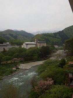 利根川&谷川岳を一望