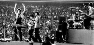 eight-days-a-week-shea-stadium-banner-600.jpg
