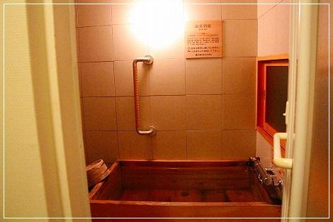 お部屋は檜風呂~