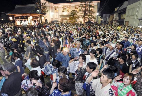 20160709郡上踊り 中日新聞