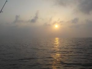 DSCN1948 5時半朝日が見えてきました