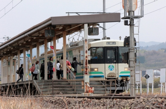 ⑥梁川駅ホーム (550x364)