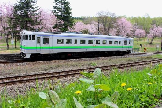 ②停車中上り列車 (530x353)