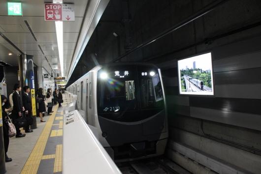 ②仙台駅ホーム荒井行き電車 (530x353)