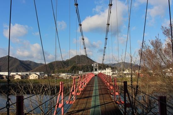 ⑨揖保川の吊橋 (550x367)