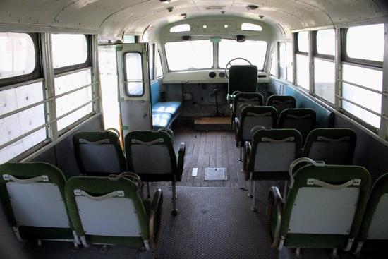 ③ボンネットバス内部 (550x367)