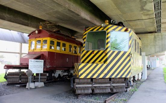 ⑦電動除雪車「雪8」(S26)左とディーゼル除雪車DSB1(S36) (550x342)