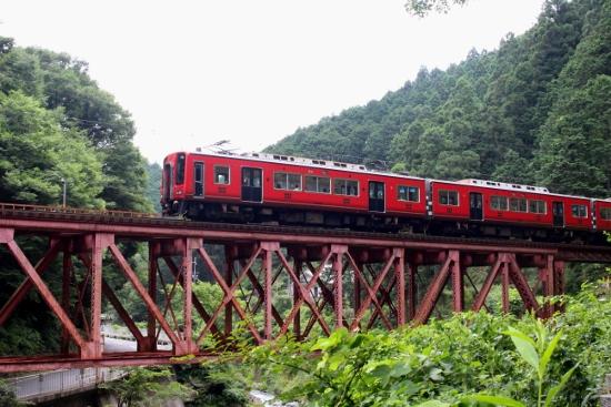 ⑤真田赤備え列車 (550x367)